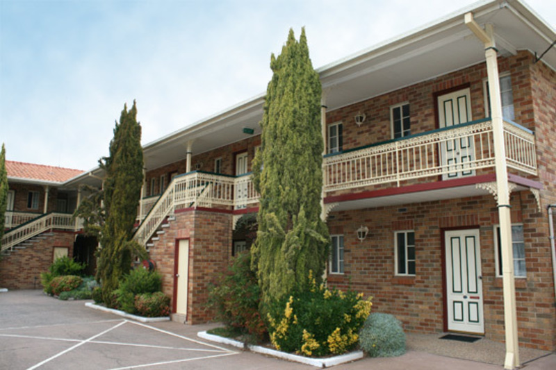 MOTEL + TOWNHOUSES FOR SALE- 10 MINS FROM CANBERRA CBD