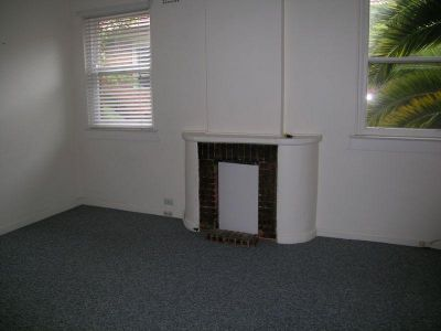 Spacious 2 bedroom apartment in prime location!