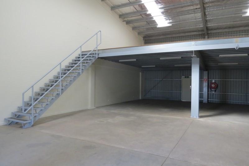 NM558 - Rare Warehouses - TG