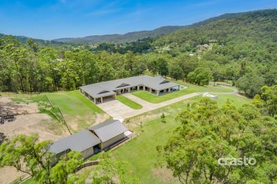 Over 100sqs of luxurious Living on Private 7.5 Usable Acres