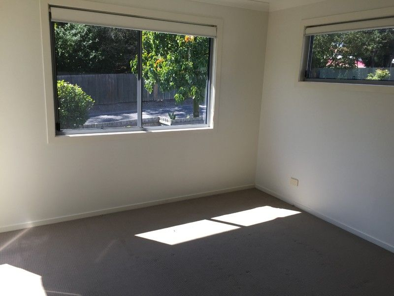 TWO LEVEL TOWNHOUSE CLOSE PROXIMITY TO CBD AND CARINDALE SHOPPING CENTRE