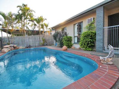 THREE BEDROOMS - POOL - CENTRAL LOCATION - INVESTORS