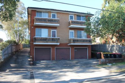 RENOVATED 2 BEDROOM UNIT. AN OPPORTUNITY NOT TO BE MISSED!