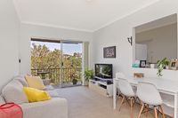 Quintessential One Bedroom on Tree Lined Surrounds, Steps from Berry Island Reserve