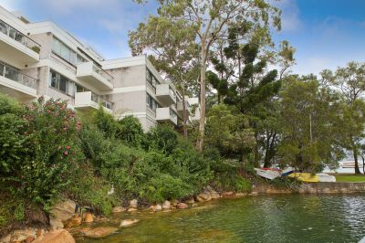 Harbourside Apartment With Idyllic Views In Waterfront Reserve Complex