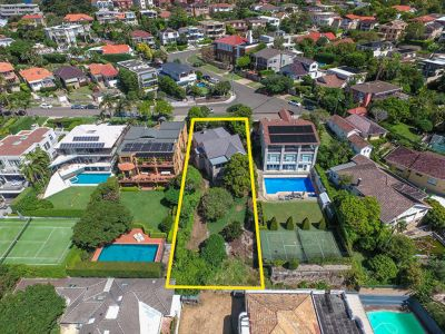 SENSATIONAL OPPORTUNITY! Fabulous North-facing Harbour-View Site Offers Approx 952sqm of Sun-drenched Land. Renovate / Rebuild / Redevelop.