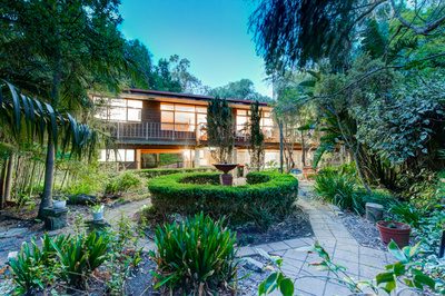 A leafy hideaway minutes from Waterfall Gully!