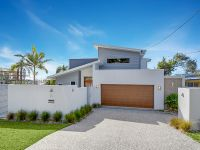 Modern Alex Beach Home