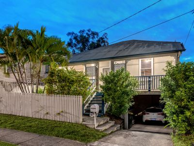 Renovated Queensland Exuding Charm & Character