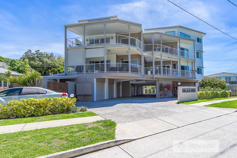 TWO LEVELS – WATER VIEWS AND PET FRIENDLY!