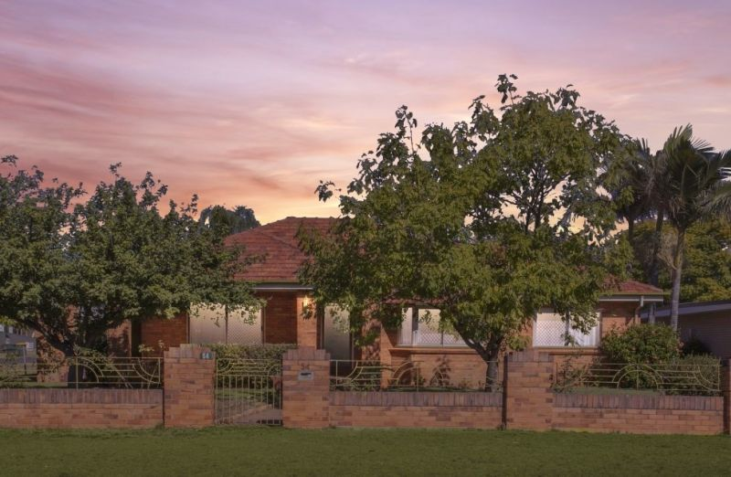 A Rare Treasure - This 1940s Californian Bungalow offers a Spacious Family Home in a Premium Location