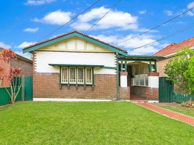 SOLD PRIOR TO AUCTION -CHARMING FAMILY HOME IN BLUE RIBBON LOCATION