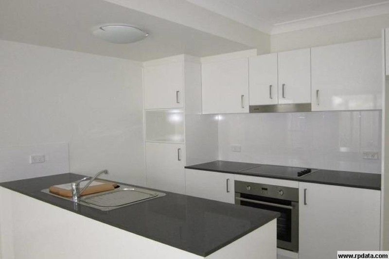SPACIOUS TOWNHOUSE ONLY 6KMS FROM THE CBD - AVAILABLE DECEMBER