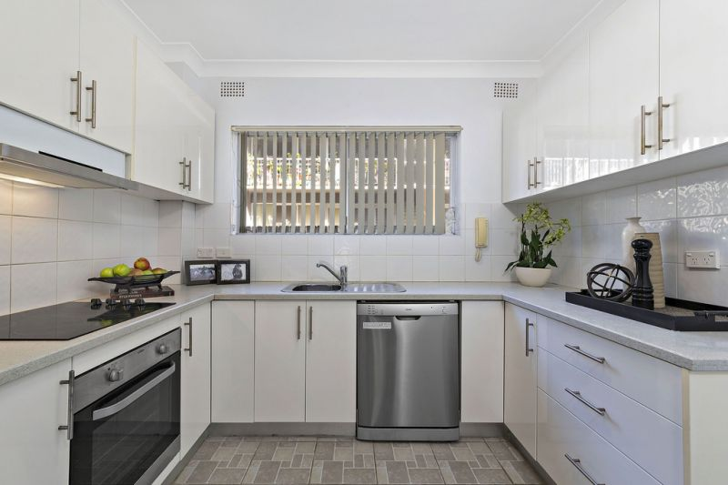 Small boutique block, 500 meters to Ashfield station