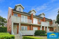 Elegant Townhouse. 3 Bedrooms. Fresh bright interior. Immaculate interior. 3 toilets. Sunny courtyard. Peaceful location.