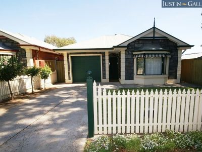TORRENS TITLE BAY WINDOW BLUE-STONE VILLA OFFERING ELEGANT AND CAREFREE LIVING WITH A MARVELLOUS FEELING OF SPACE – FORMAL PLUS INFORMAL LIVING