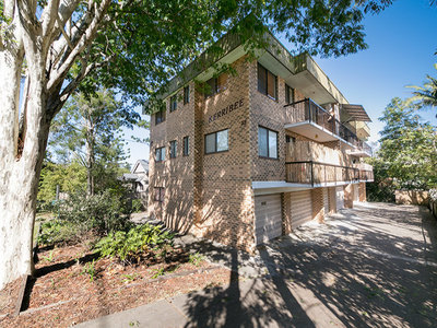 Spacious and Private in Central Indooroopilly