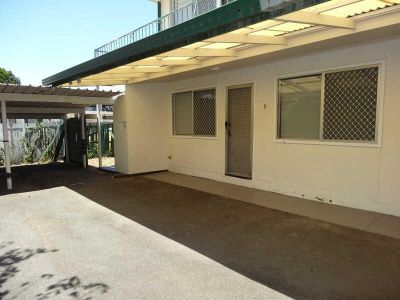 GROUND FLOOR APARTMENT - 150M FROM THE BROADWATER