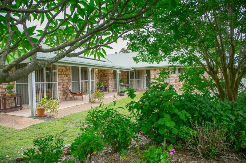 PARADISE IN COOCHIN  WITH DUAL INCOME - 5 MINUTES FROM BOONAH