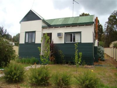 COUNTRY COTTAGE IN GREENBUSHES