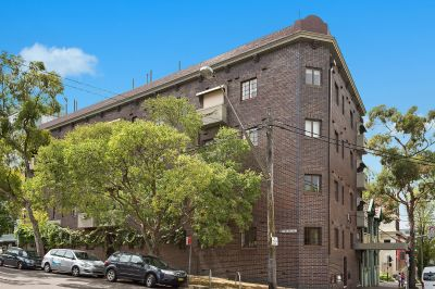 Adored Art Deco apartment at vibrant city location