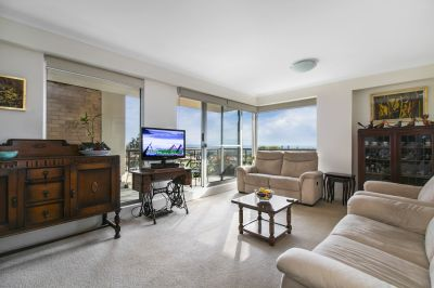 Parkside Sanctuary With Sweeping Views