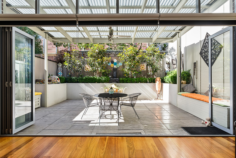 EXECUTIVE AND VERSATILE LIVING WITH UNINTERRUPTED CITY VIEWS