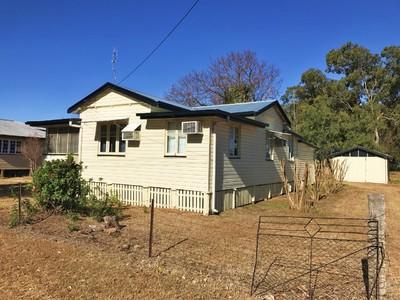 Quaint Home on huge block - Low rent!