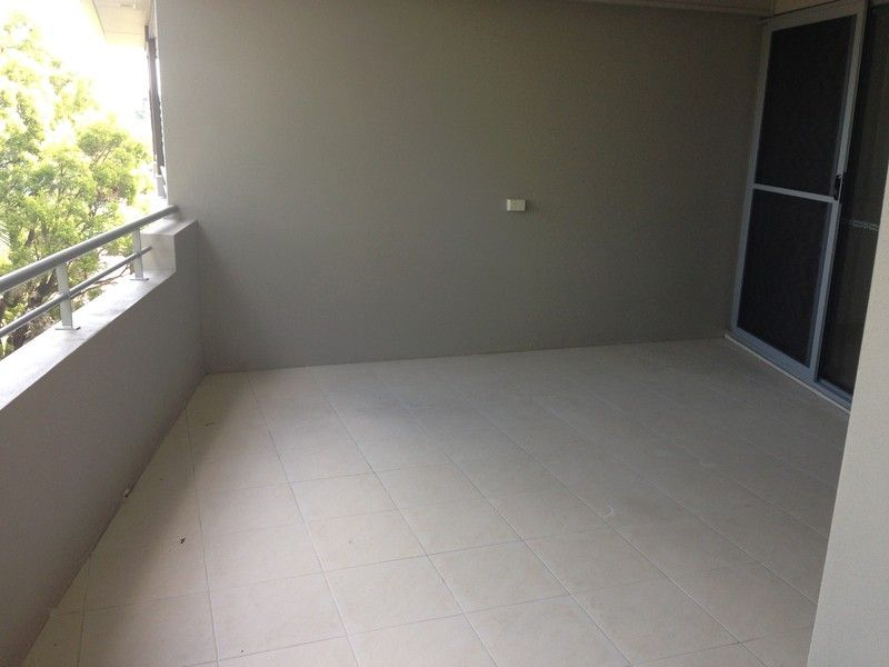 FANTASTIC REAR UNIT CLOSE TO UNIVERSITY AND CBD