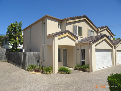 3 BEDROOM TOWNHOUSE IN SECURE COMPLEX OF ONLY 4