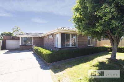 Lovely 3 bedroom home with 2 living areas