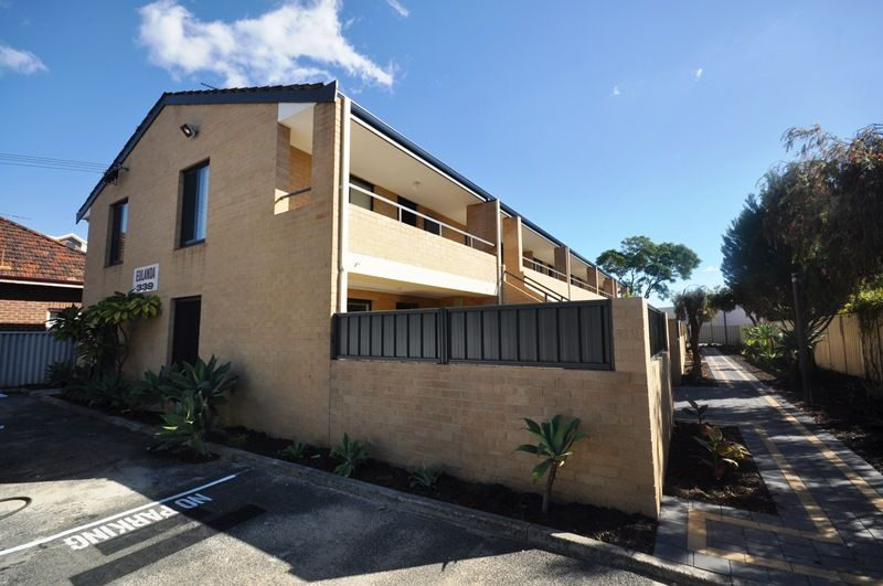 FULLY RENOVATED APARTMENT - PLUS ONE WEEKS FREE RENT