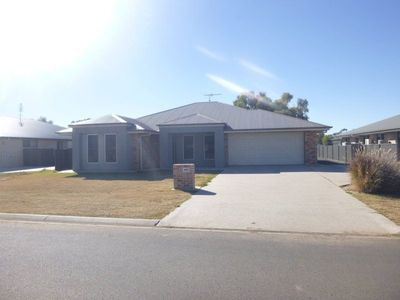 FULLY FURNISHED 4BED 4BATH PLUS A 3 BAY SHED!