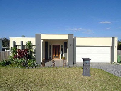 COOMERA WATERS - FAMILY HOME WITH ALL THE MOD CONS