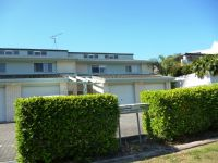 TOWNHOUSE CLOSE TO MAROOCHY RIVER!
