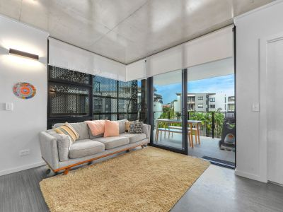 Stunning Apartment Only Stones Throw Away From the CBD - 2 Car Spaces