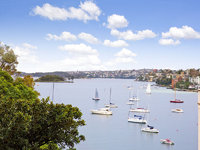 VIEWS, VIEWS, VIEWS. 1 BED F/F APT WITH PARKING IN POTTS POINT GREAT LOCATION, ALL MOD CONS.