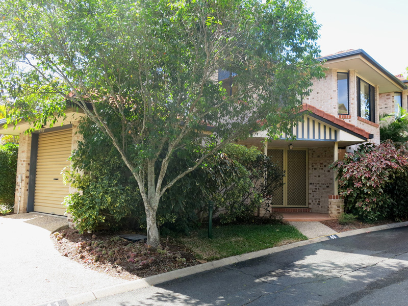 3 BEDROOM SINGLE GARAGE TOWNHOUSE IN POPULAR ASPLEY COMPLEX