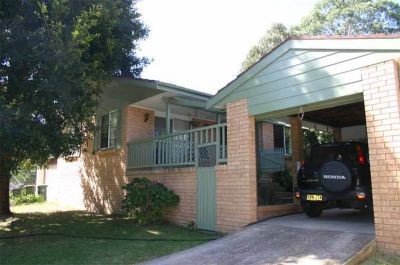 excellent opportunity for first home buyers or investors looking for a pretty home on a large block. walk to shops/schools.