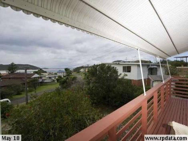 6 Tuna Crescent, FINGAL BAY