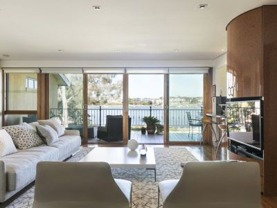 Waterfront luxury, direct beach access