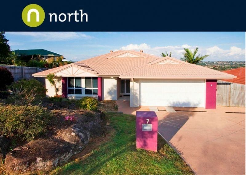 LARGE FOUR BEDROOM HOME IN BANORA POINT!
