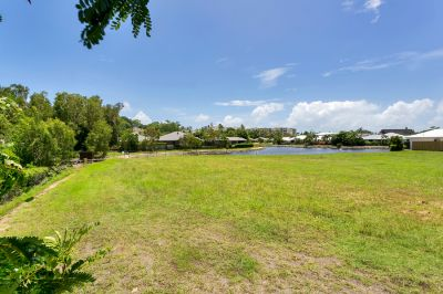 Private Waterfront Block in Exclusive Estate