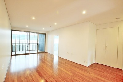 Ultra Modern Two Bedroom Apartment with Parking
