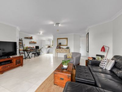 Beautifully Furnished or Unfurnished Apartment with Views, A/C & Fresh Renovations