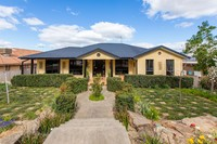 FAMILY HOME WITH GRAND PROPORTIONS