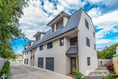 QUALITY 3 LEVEL TOWNHOUSE - STUNNING VIEWS – PET FRIENDLY