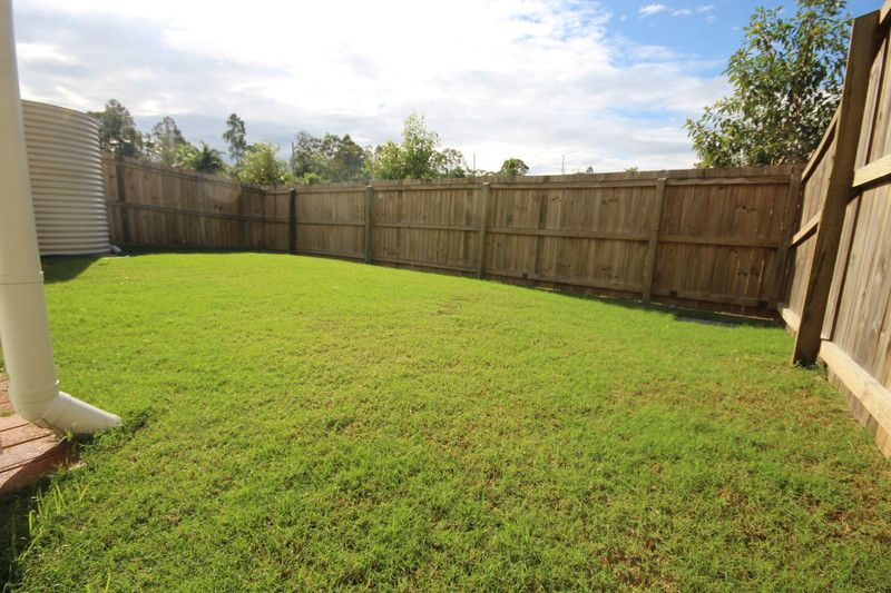 AS NEW 3 BEDROOM TOWNHOUSE WITH HUGE BACK YARD