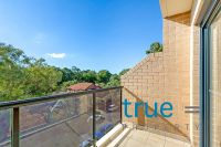 = HOLDING DEPOSIT RECEIVED = QUIET AND SUNDRENCHED TOP FLOOR APARTMENT