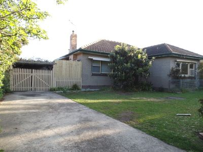 3 Bedroom Home- Walk to Train Station